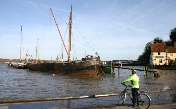 Cycling to Pin Mill - Credit: Suffolk Coast Heaths AONB Partnership